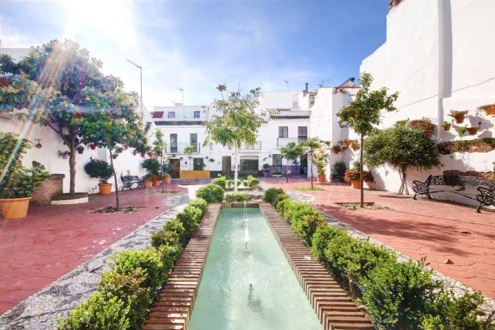 Hotel for sale in Estepona centre close to the beach