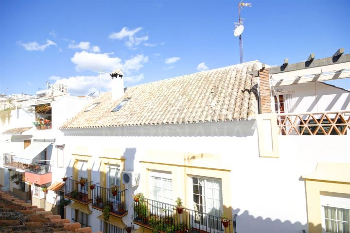 Charming 2 bedroom townhouse for sale in the old town center of Estepona