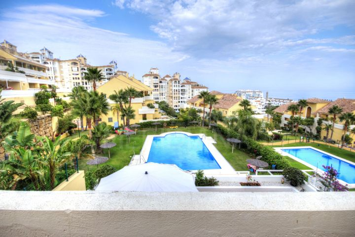 Magnificent 3 bedroom apartment with stunning views for sale in Estepona