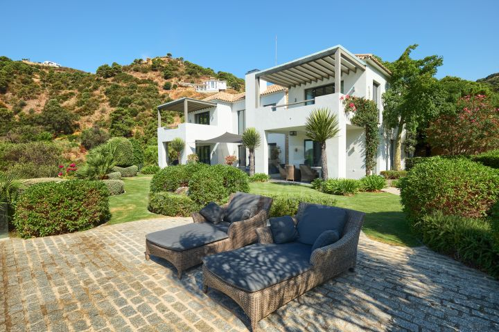 South facing custom-designed luxury villa with a superb coastal panorama for sale in Monte Mayor Country Club, Benahavis