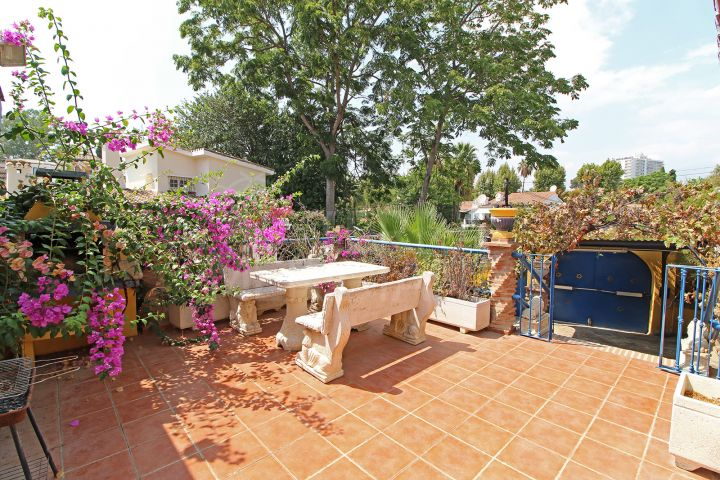 Exceptionally located 3 bedroom villa in need of renovations for sale in Nueva Andalucia, Marbella