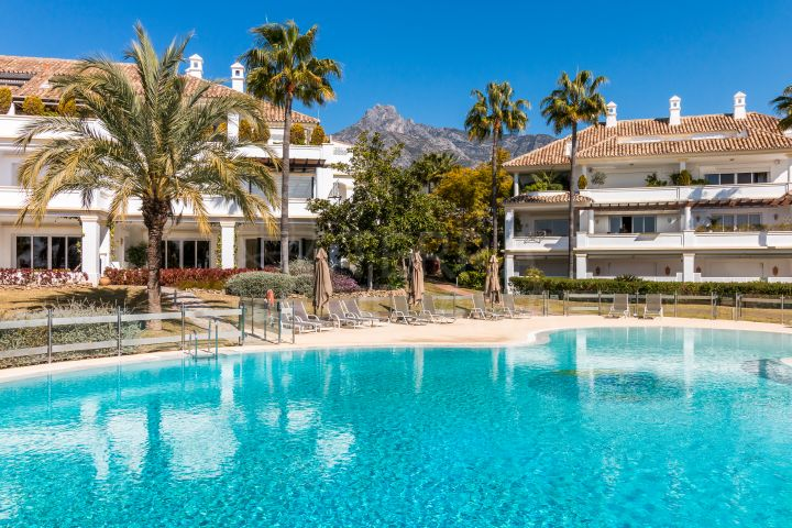 Recently renovated luxury apartment not to be missed for sale in Monte Paraiso, Marbella Golden Mile