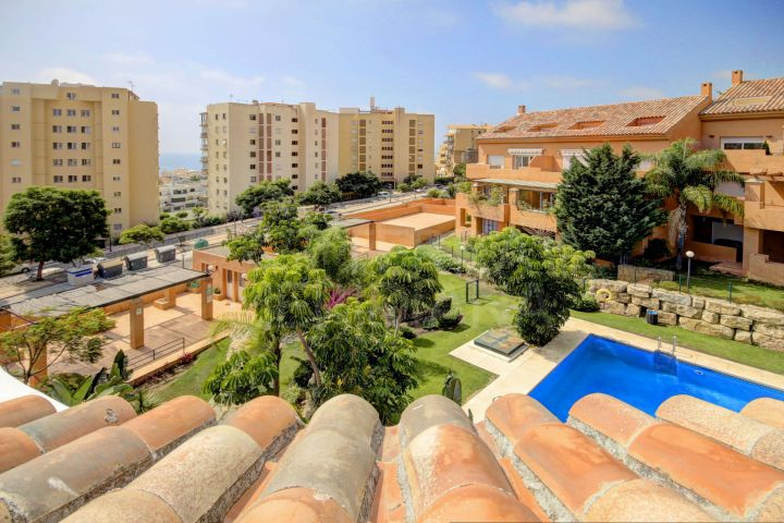 Beautiful 3 bedroom duplex Penthouse apartment for sale in Estepona