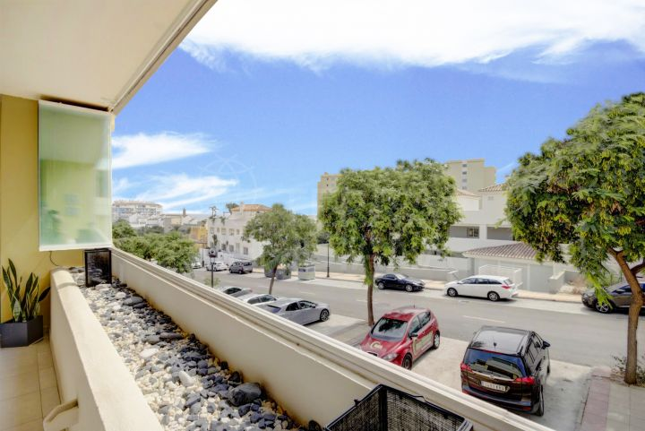 2 bedroom apartment for sale in the gated community of Puerto Alto, Estepona Port