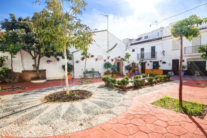 Commercial premises for sale in the old town of Estepona, less than 200m from the beach