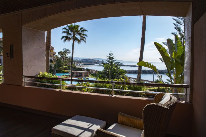 Seafront apartment with panoramic sea views for sale in Malibu, Puerto Banus, Marbella