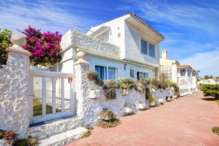 Front line beach villa for sale in Arena Beach, Estepona