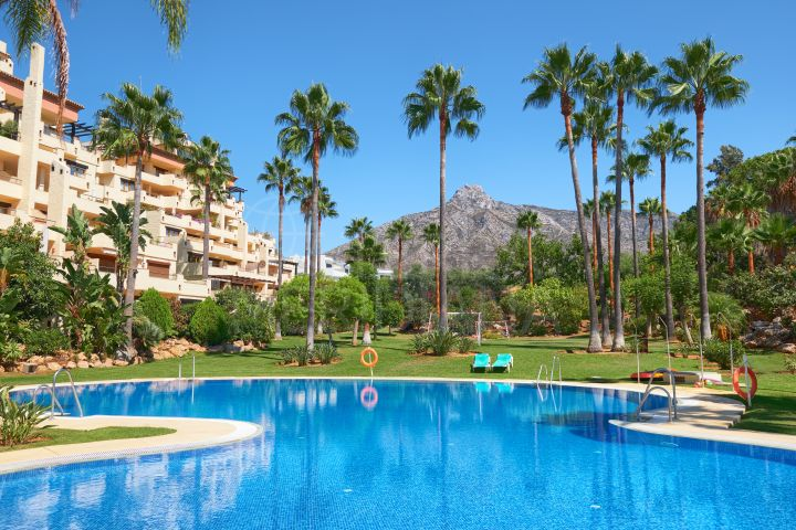 Duplex penthouse with views of the Mediterranean for sale in Las Cascadas, Marbella Golden Mile