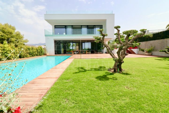 New contemporary villa for sale in Nueva Andalucia, Marbella