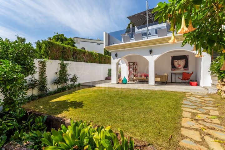 Corner townhouse for sale in Marbella Hill Club, Golden Mile
