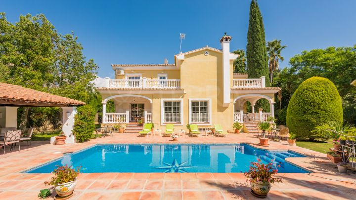 Luxury villa for sale in Parcelas del Golf, Nueva Andalucia