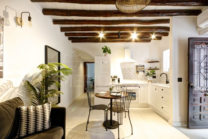 Stylish ground floor apartment for sale in the old town of Estepona, in move-in condition