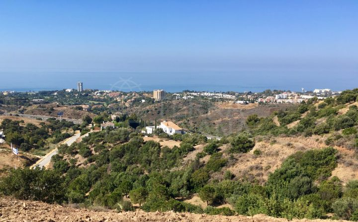 Plot with sea views for sale in Los Altos de Los Monteros, Marbella