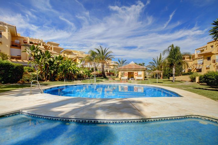 Spacious 4 bedroom Townhouse for sale in the New Golden Mile, Estepona