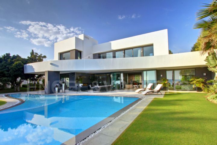 Marbella, Los Monteros Playa, Unique beachfront villa for sale