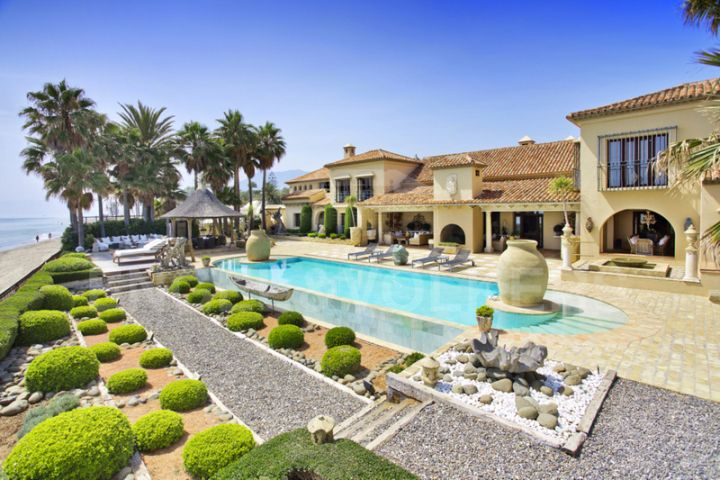 The most spectacular beachfront living in Los Monteros Marbella