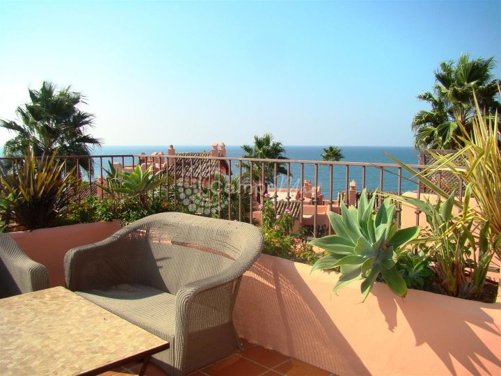 Estepona, Magnificent beach side penthouse apartment in Cabo Bermejo, Estepona