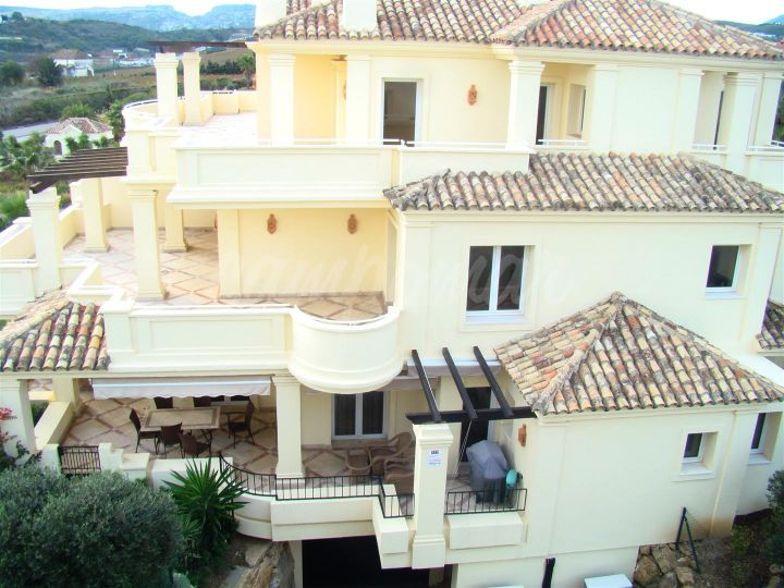 Casares, SPECTACULAR APARTMENTS FOR SALE - MODERN LIVING