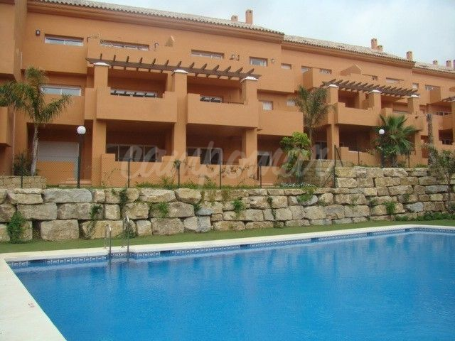 Estepona, Estepona Port apartment available for long term rent - NOW UNFURNISHED