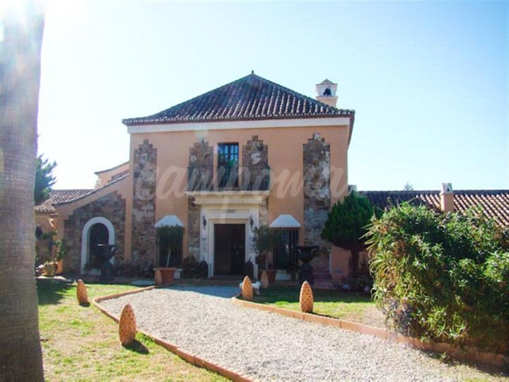 Manilva, Unique country property for sale close to the coast situated in Manilva