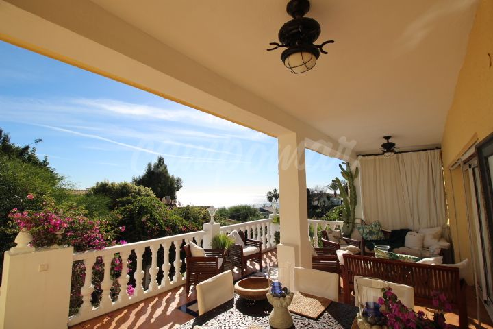 Estepona, Fantastic beach side villa for sale in Buenas Noches, Estepona