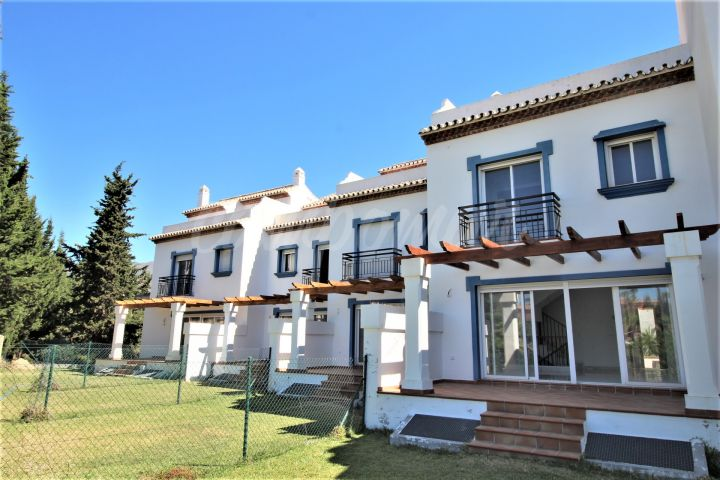 Estepona, Beach front homes for sale in Estepona