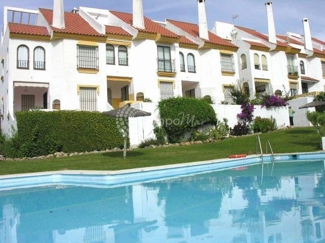 Estepona, Large family town house for sale in Seghers, Estepona
