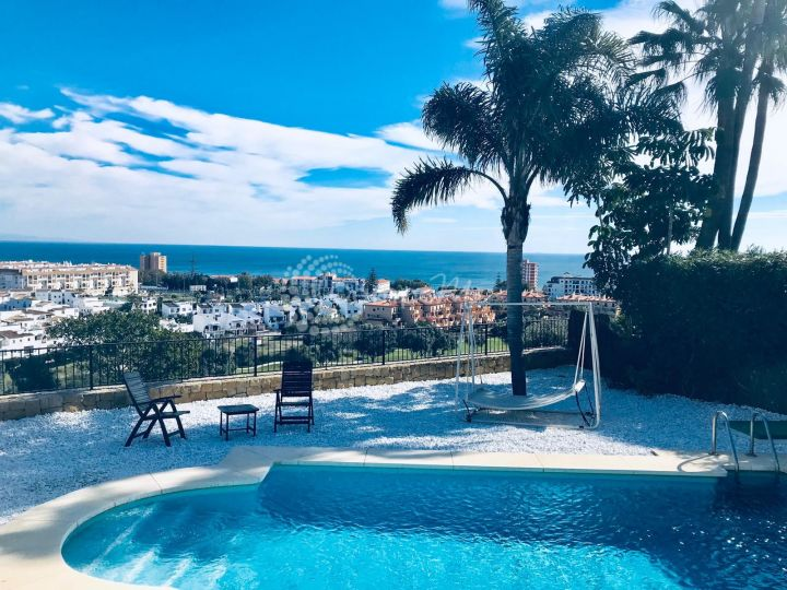 Manilva, Beautiful family villa in La Duquesa, Manilva with stunning views over the golf and sea