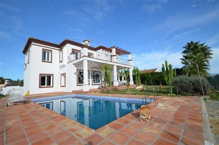 Manilva, Luxury villa for sale in La Paloma close to Sotogrande