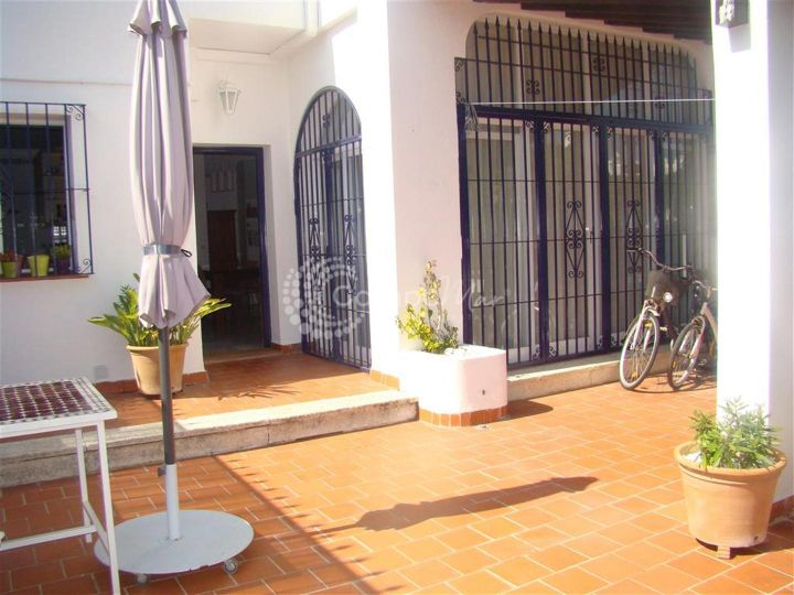 Estepona, Attractive townhouse located in Estepona
