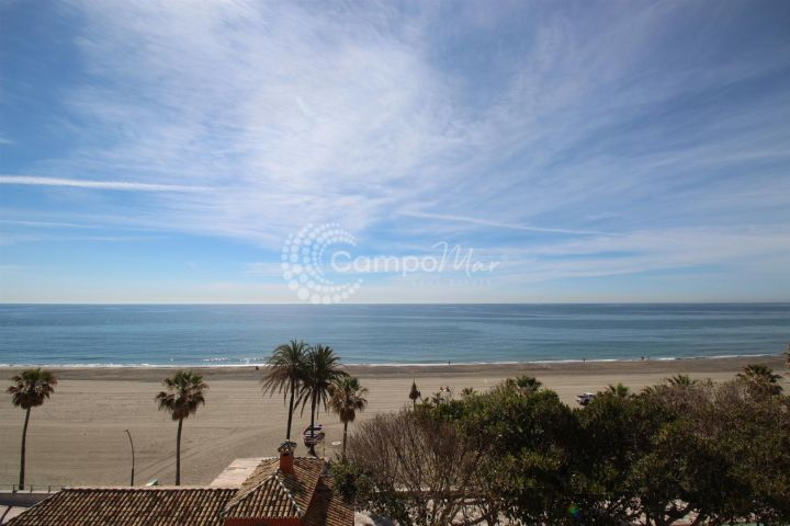 Estepona, Exceptional opportunity, spacious front line apartment in Estepona