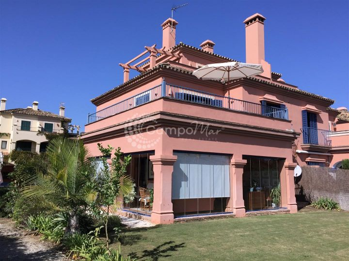 Sotogrande, Spacious 5 bedroom 3 level townhouse situated in El Casar de Paniagua includes a unique L-shaped living space with wrap around terrace