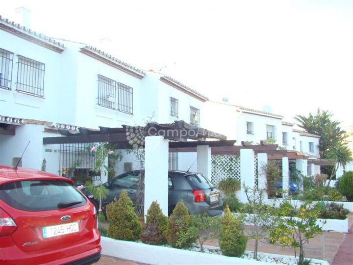 Manilva, Charming town house located within the Duquesa Golf and Marina complex