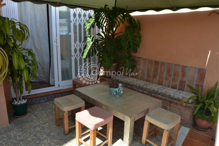 Estepona, Spacious bright reformed 3 bedroom townhouse with lovely covered terrace and BBQ area