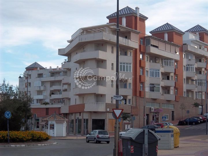 Estepona, Bright and spacious 3 bedroom apartment in Estepona within minutes of the old town and the marina