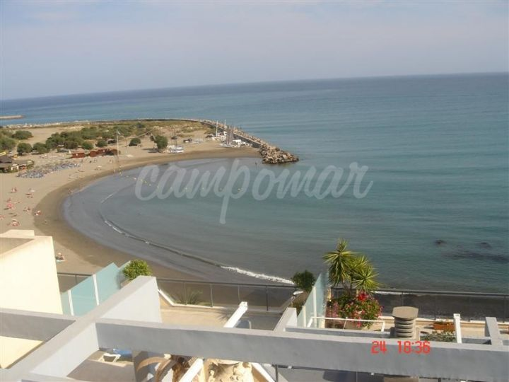 Estepona, Spectacular penthouse apartment for long term rent overlooking the beach in Estepona