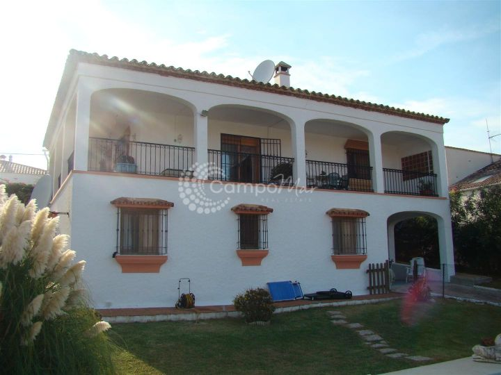 Estepona, VILLA CLOSE TO THE BEACH IN ESTEPONA