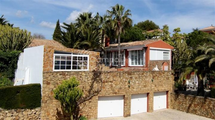 Estepona, Large family villa in the popular location of Seghers, Estepona