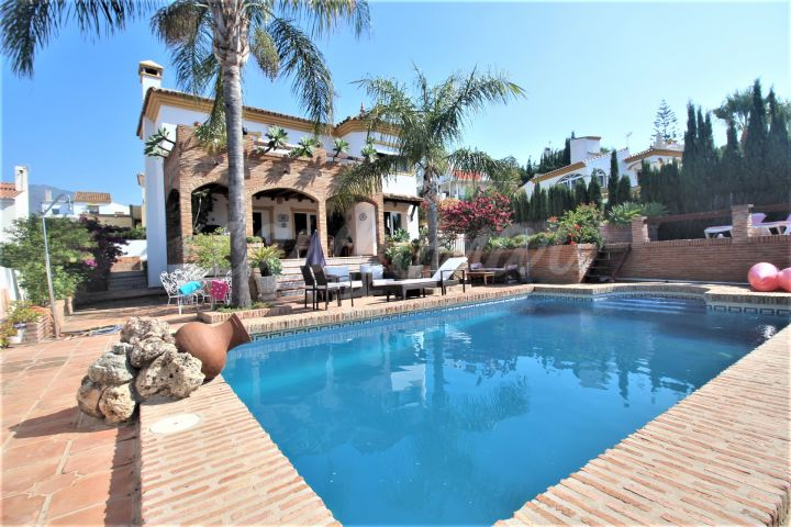 Estepona, Family Villa for sale in the popular area of Seghers, Estepona