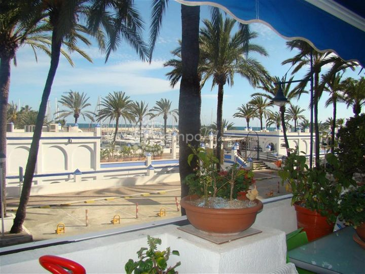 Estepona, APARTMENT OVER LOOKING PART OF THE YACHT MARINA, ESTEPONA