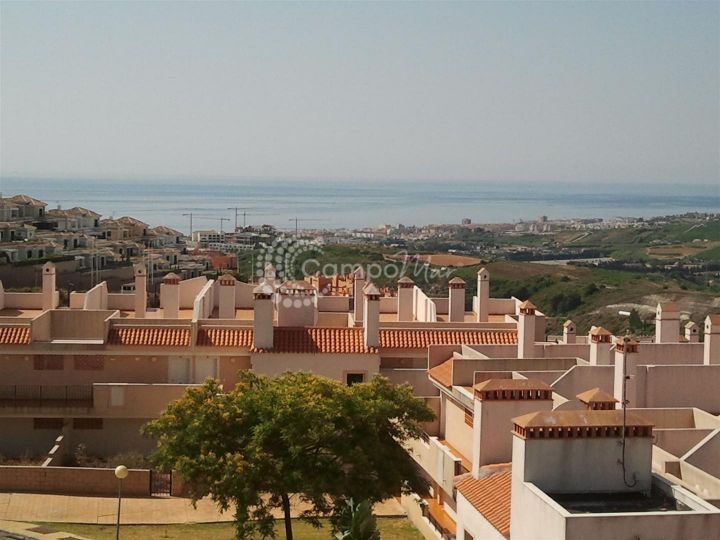 Casares, Wonderful new 3 bedroom penthouse apartment with spectacular panoramic sea, golf and mountains views and solarium
