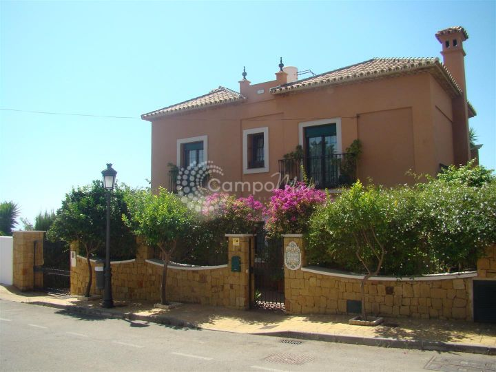 Estepona, Villa with open views to the sea in popular Seghers area