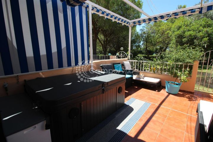 Estepona, High quality renovated apartment in fantastic Estepona location