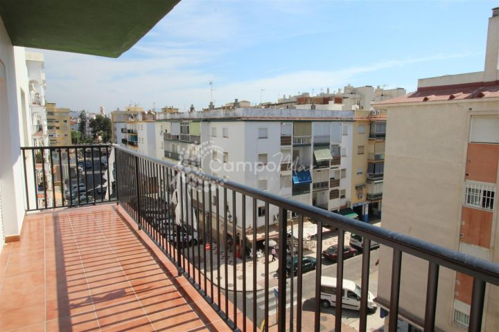 Estepona, Ideally located in the heart of Estepona, a bright and spacious 3 bedroom apartment