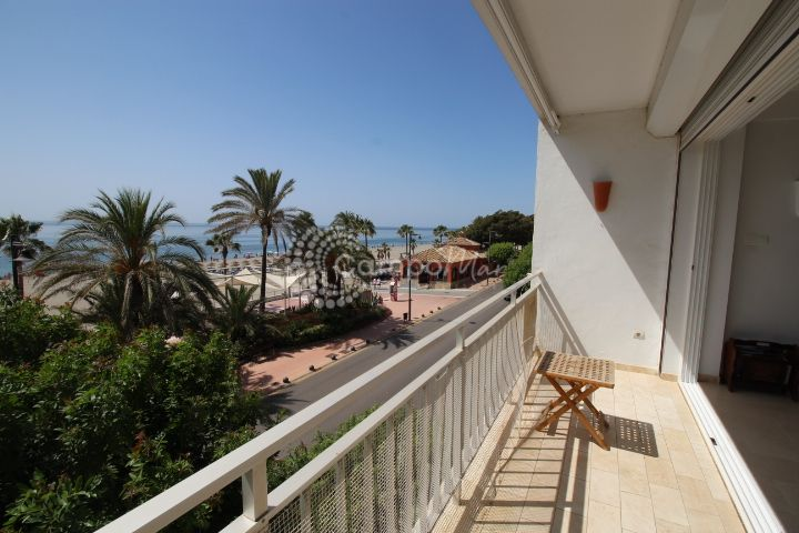 Estepona, Front line beach apartment in the heart of Estepona