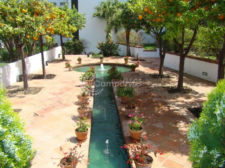 Estepona, Modern and luxurious 2 bedroom apartment in the Bel-Air area of Estepona surrounded by well maintained gardens and fountains