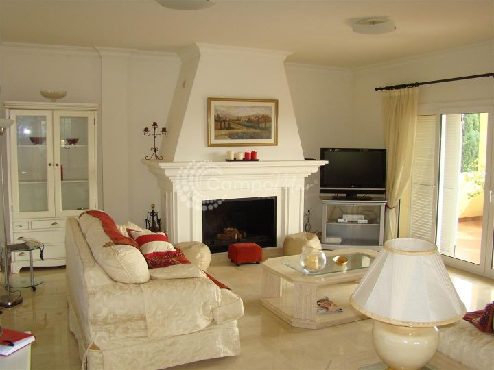 Sotogrande, Wonderful and large 3 level 5 bedroom family villa on the prestigious Sotogrande urbanisation