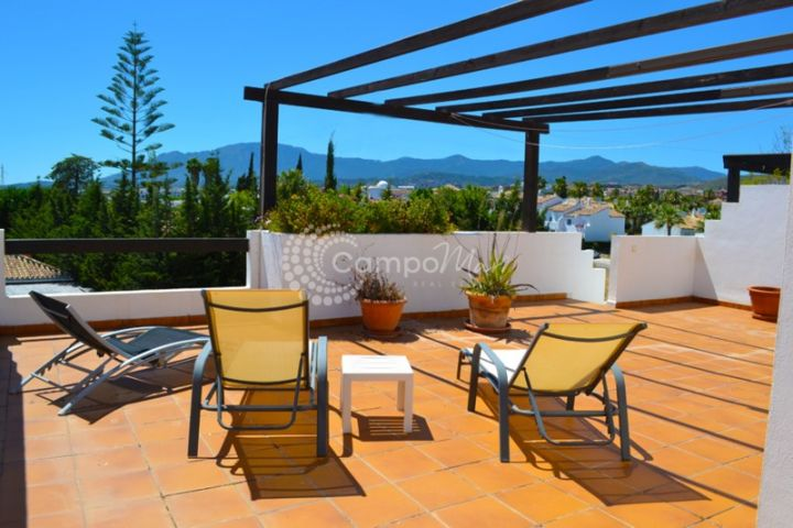 Estepona, Immaculate 2 bedroom penthouse apartment with fantastic sea views in the Bel-Air urbanisation just outside Estepona