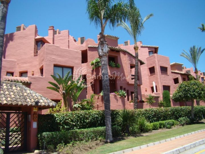 Estepona, Immaculate 3 bedroom front line apartment on the Estepona golden mile and only a short drive to Estepona town and Puerto Banus