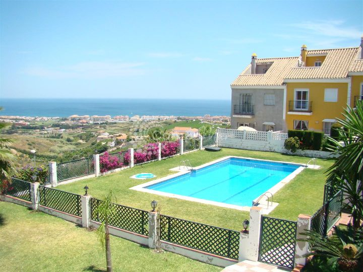 Manilva, 4 bedroom townhouse in Manilva with panoramic coastal views